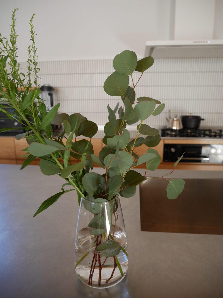 ユーカリの入った花瓶