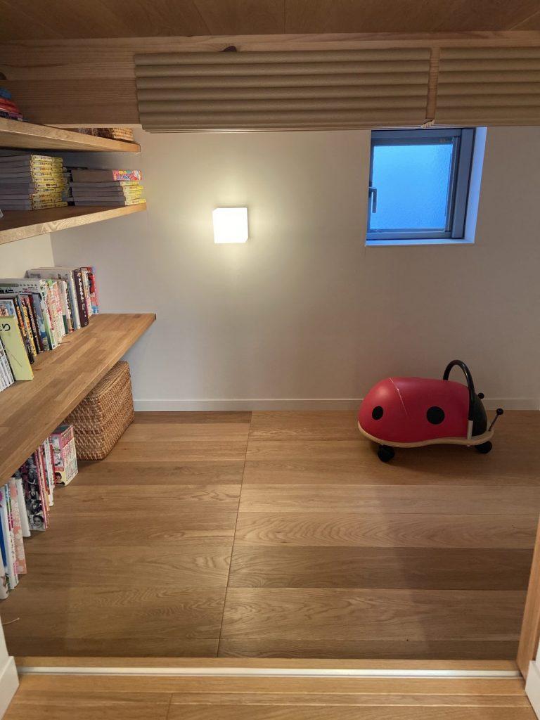 ロフトしたの読書部屋