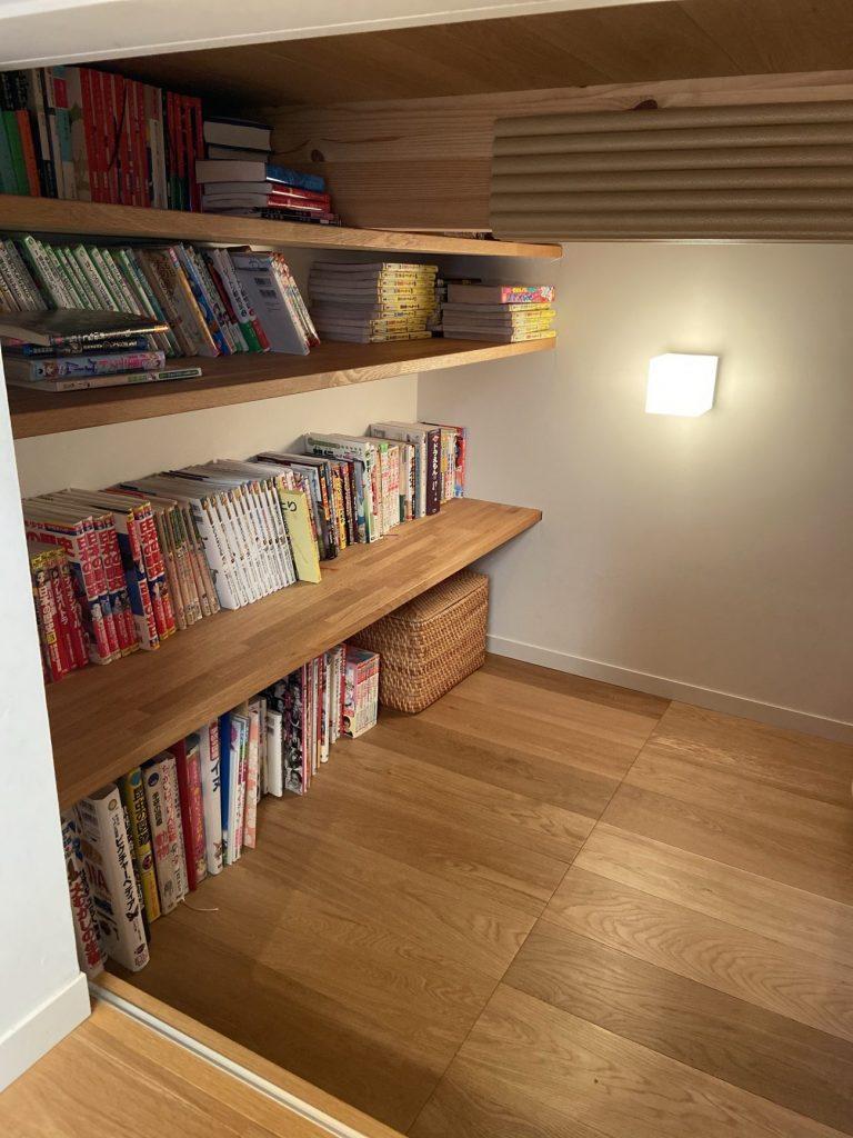 平屋の家の本棚