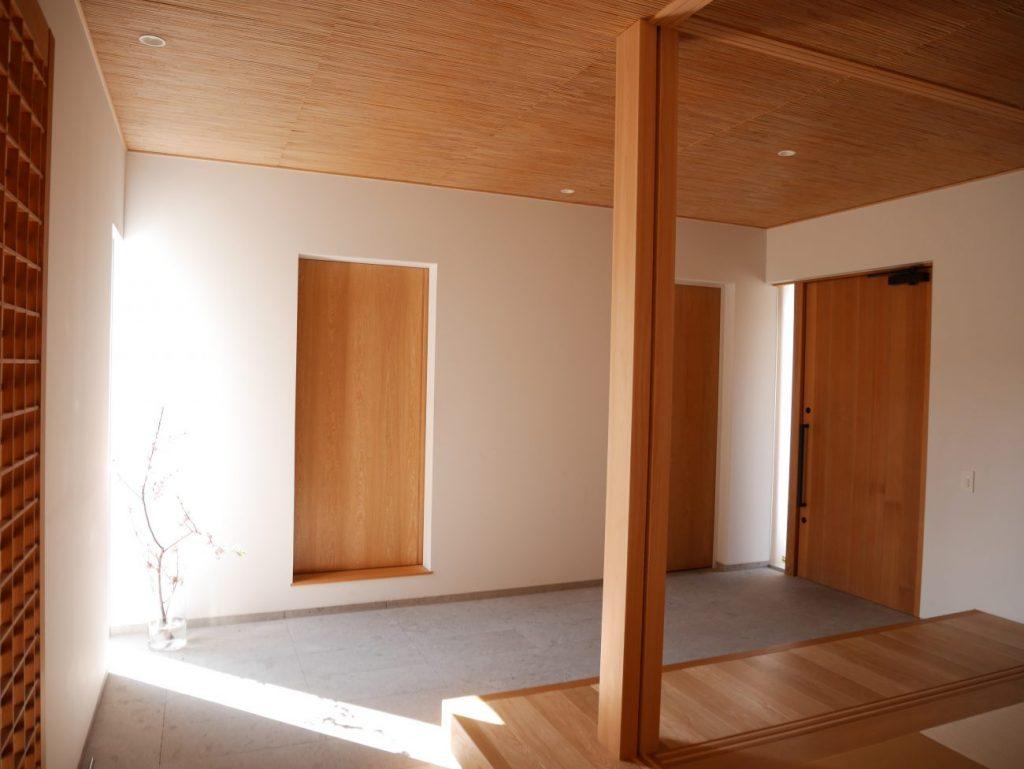 玄関の広い土間空間